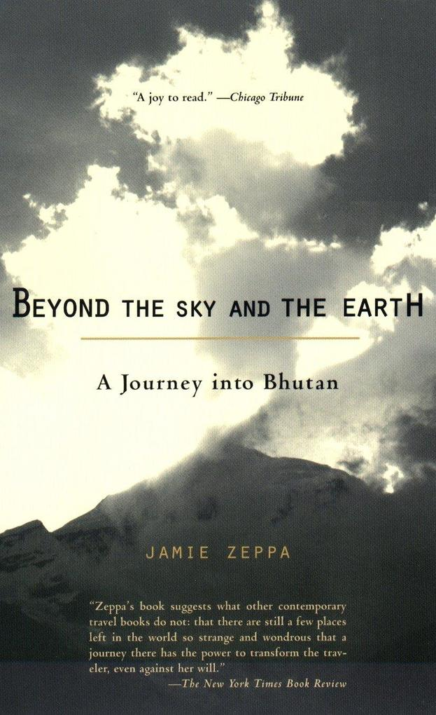 Beyond the Sky and the Earth: A Journey Into Bhutan als Taschenbuch