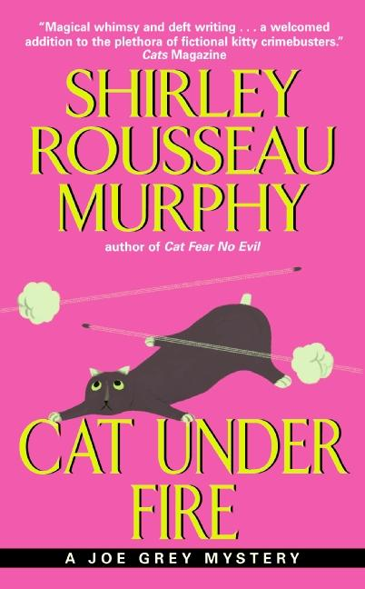Cat Under Fire: A Joe Grey Mystery als Taschenbuch