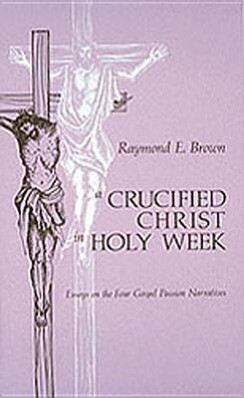 Crucified Christ in Holy Week: Essays on the Four Gospel Passion Narratives als Taschenbuch