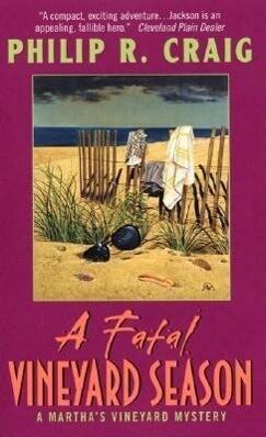 A Fatal Vineyard Season: A Martha's Vineyard Mystery als Taschenbuch