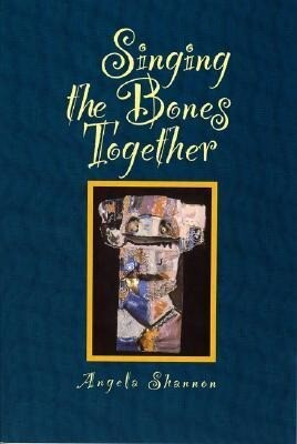 Singing the Bones Together als Taschenbuch