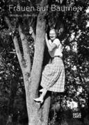 Frauen auf Bäumen
