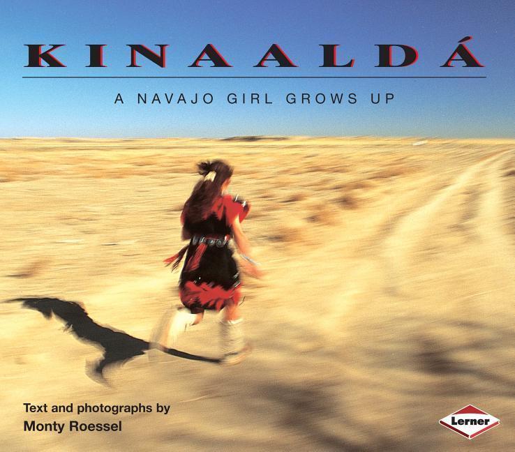 Kinaaldá: A Navajo Girl Grows Up als Taschenbuch