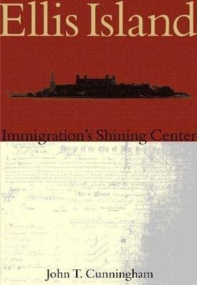 Ellis Island:: Immigration's Shining Center als Taschenbuch