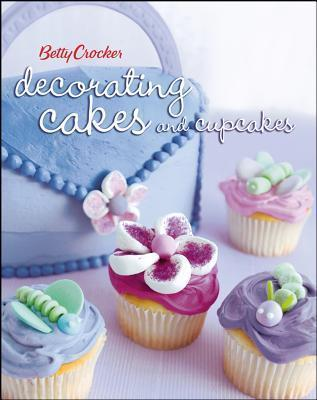 Betty Crocker Decorating Cakes and Cupcakes als Taschenbuch
