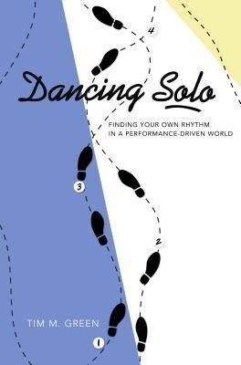 Dancing Solo: Finding Your Own Rhythm in a Performance-Driven World als Taschenbuch