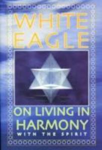 White Eagle on Living in Harmony with the Spirit als Taschenbuch