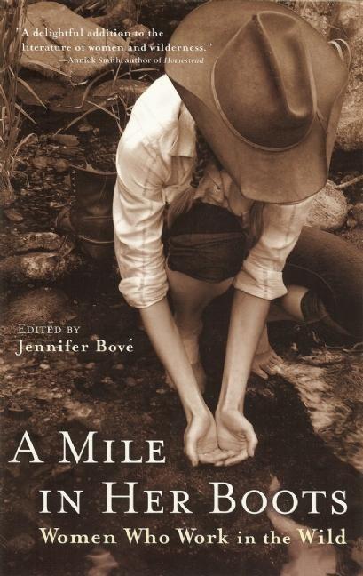A Mile in Her Boots: Women Who Work in the Wild als Taschenbuch